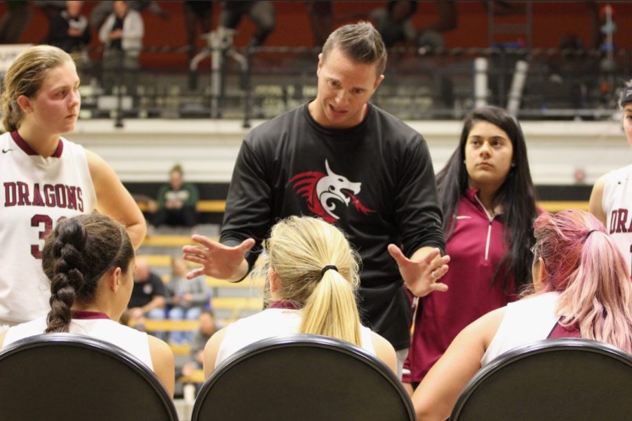 Coach Jason Edgmond speaks to athletes about game strategies. Credit: Ethan Crouch / The Foothill Dragon Press