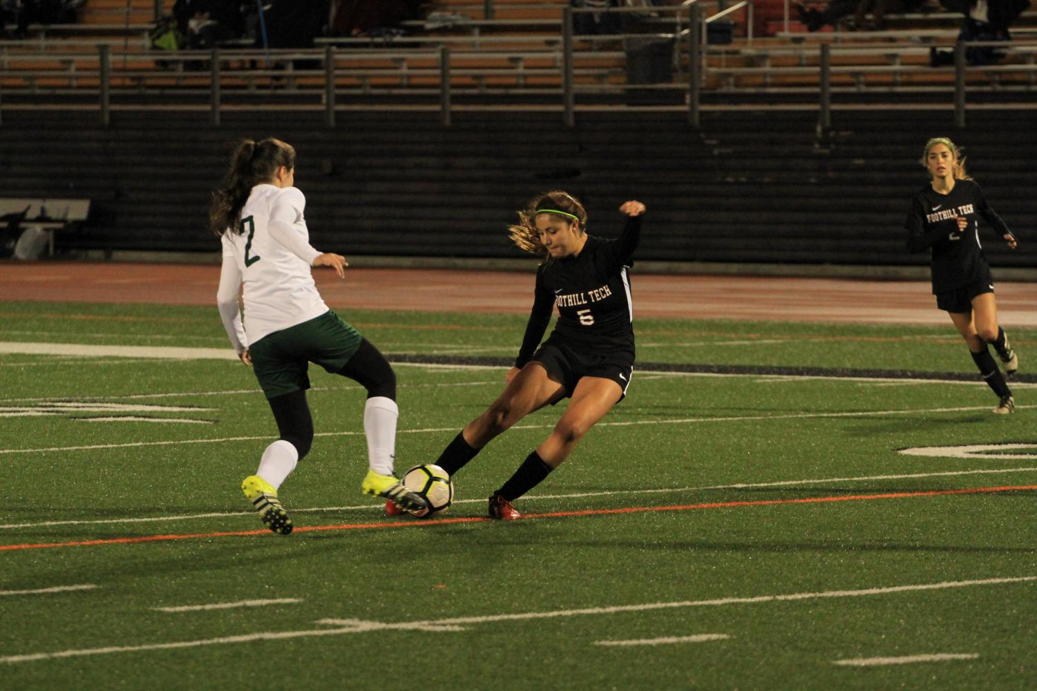 Kiera+Rivera+%E2%80%9921+strikes+the+ball+hard+in+the+nick+of+time.+Credit%3A+Ethan+Crouch+%2F+The+Foothill+Dragon+Press