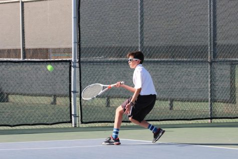 Boys' tennis falls short against Villanova, 10-8