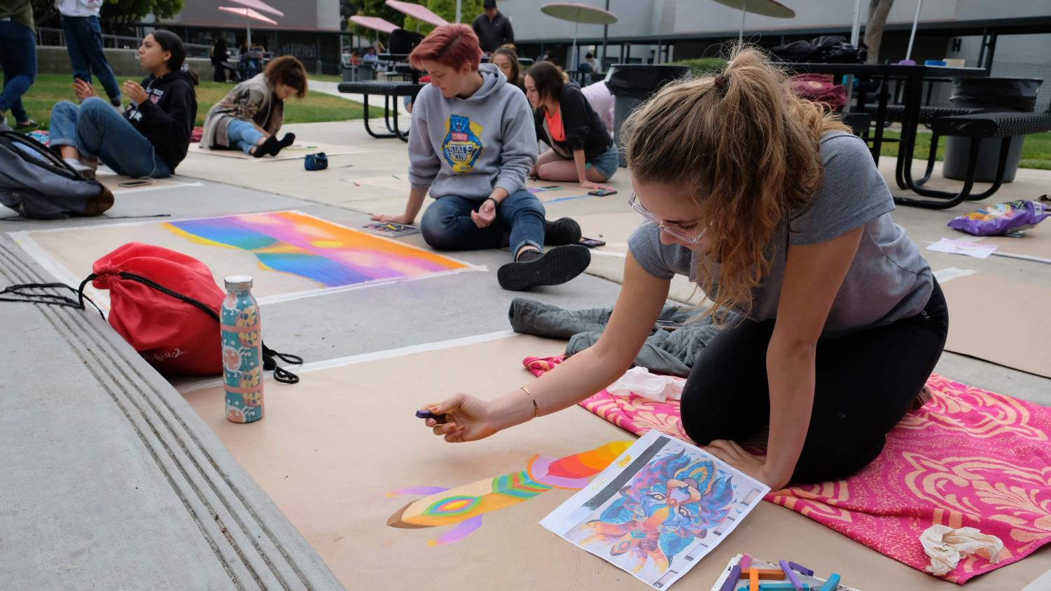 Noelle Basta '19 focuses intently on her chalk piece.