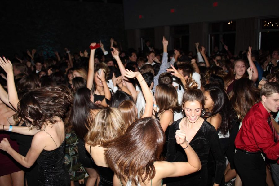 Students+from+every+grade+level+enjoy+their+time+on+the+dance+floor.