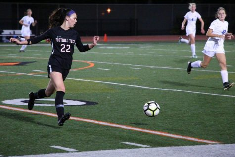 Girl's soccer pulls away with 1-0 win against Saint Bonaventure