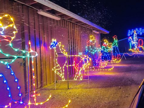 Brightening up Ventura's Christmas, Holiday drive-thru 'lights up' the Fairgounds