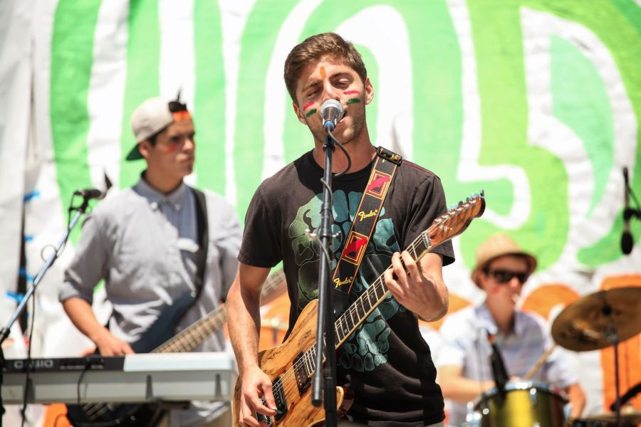 Senior Andre Sehati performs with his band, Andre and the Giants, at Air Guitar. Credit: Bethany Fankhauser/The Foothill Dragon Press