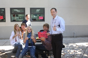 Prinipal Joe Bova congratulates students for achieving 906 API. Sobeida Curiel/The Foothill Dragon Press.