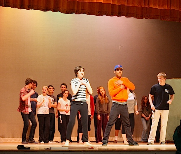 The Ventura High cast rehearses for the upcoming production of Hairspray. Credit: Caitlin Trude/The Foothill Dragon Press.