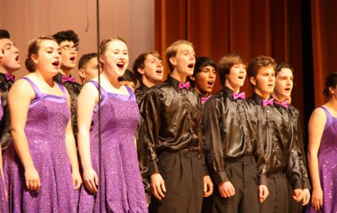 Members of Ventura Unified's all-district high school show choir, Company, sing at their annual winter performance. Credit: Stevi Pell/The Foothill Dragon Press