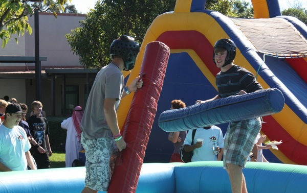 Foothills Renaissance Rally gave students a chance to face off with each other in a friendly jousting session. Credit: Emma Huebner/The Foothill Dragon Press.