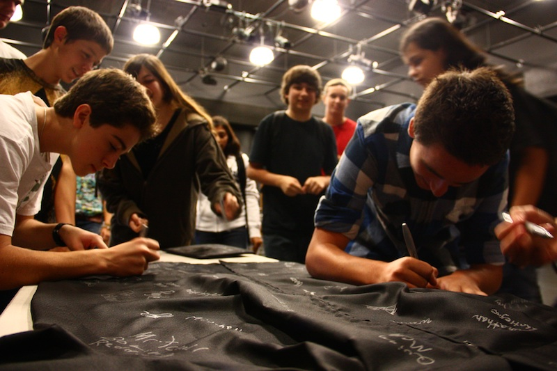 "Freshmen sign their names to pledge that they will ""start strong."" Credit: Aysen Tan/The Foothill Dragon Press"
