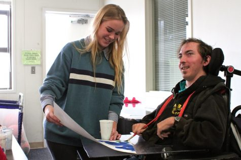 Senior Annabelle Warren works with Dorothy Boswell student David Jackson to create a self-portrait. Credit: Jackson Tovar/The Foothill Dragon Press
