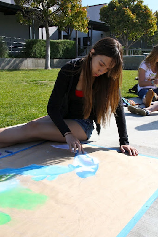 Senior Allison SanGiocomo works on her teams art piece for Foothills first chalk festival. Credit: Felicia Perez/The Foothill Dragon Press