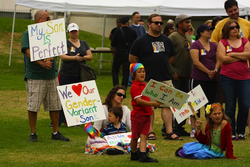 Advocates for the LGBTQ community show their support at Ventura's third annual Pride event. Credit: Aysen Tan/The Foothill Dragon Press