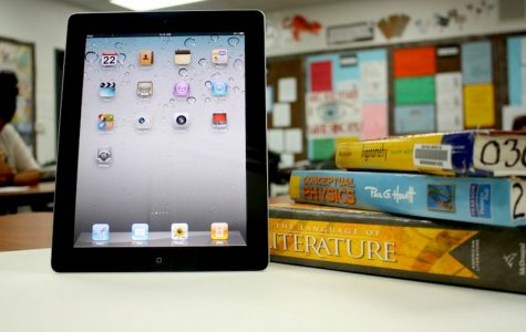 Though some value the small size of the iPad, others argue that it is harder to read on. Credit: Aysen Tan/The Foothill Dragon Press.
