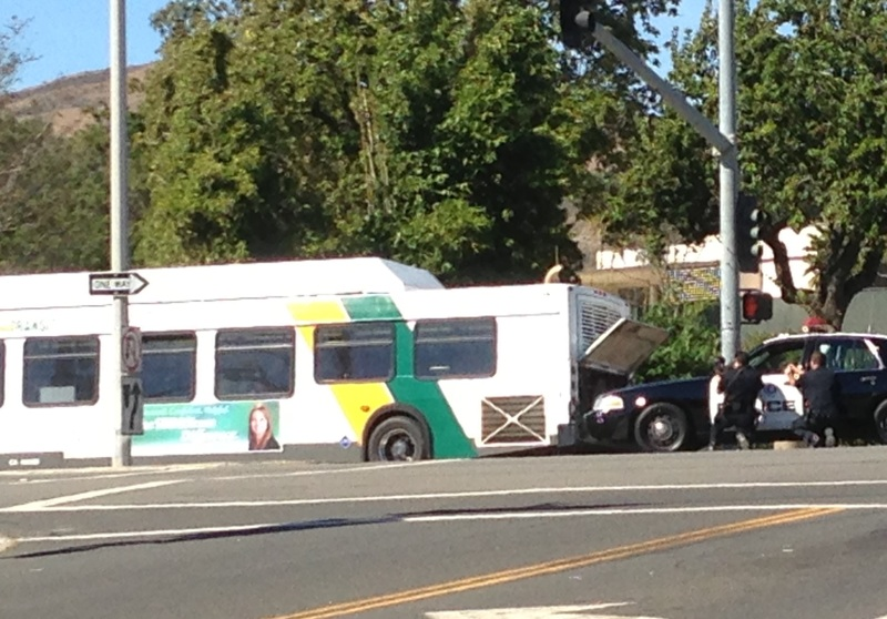 Police react to a man on a public bus near Foothill who threatened a bus driver with a fake gun earlier this afternoon. Credit: Victoria Bonds. Used with permission.