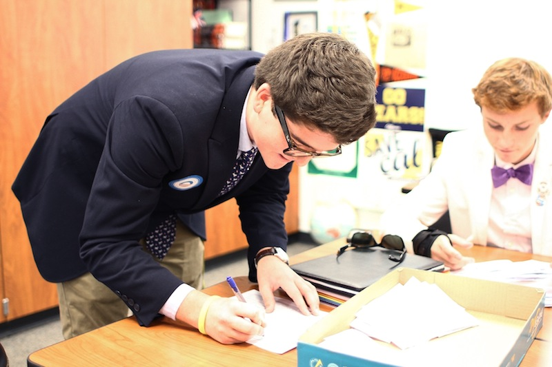 PAAC president Stephen Mariani tallies votes for the mock election put on by the club on Tuesday. Credit: Aysen Tan/The Foothill Dragon Press