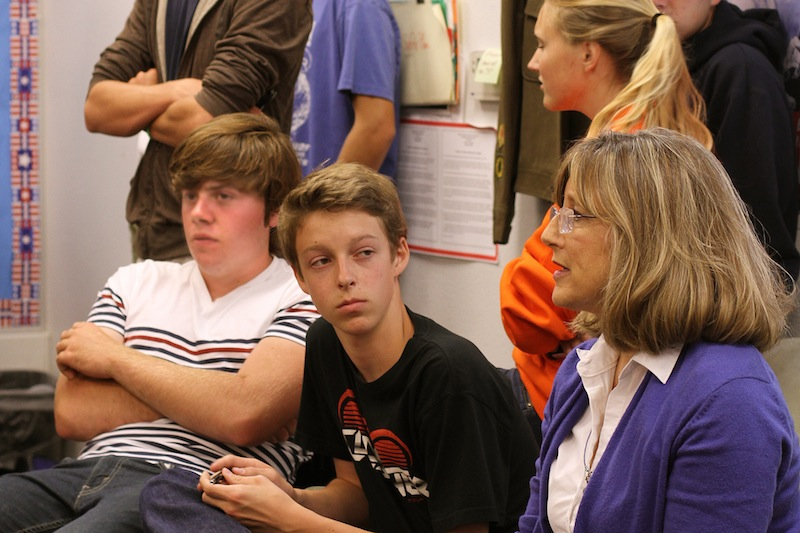 Sophomore Ben Limpich and VUSD superintendent Trudy Arriaga attend the PAAC debate on whether sports at Foothill will have a positive or negative outcome. Credit: Josh Ren/The Foothill Dragon Press