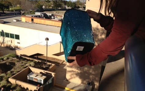 Physics students drop eggs, take curriculum outside of classroom (video)