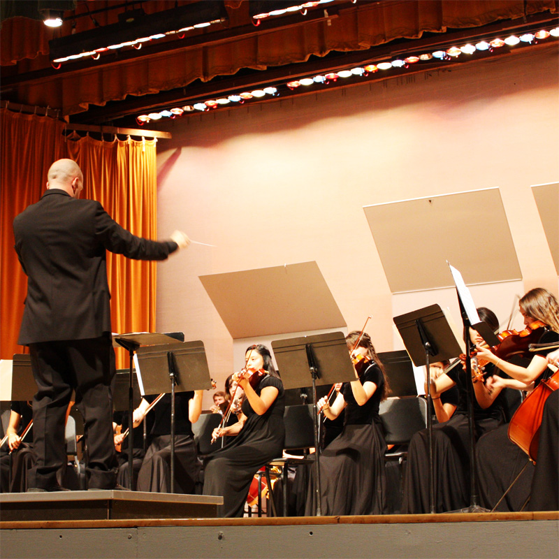 The Ventura High School Department of Music hosted a concert Tuesday night in order to raise money for their program. Credit: Angel Mayorga/The Foothill Dragon Press